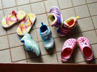 散らかる靴